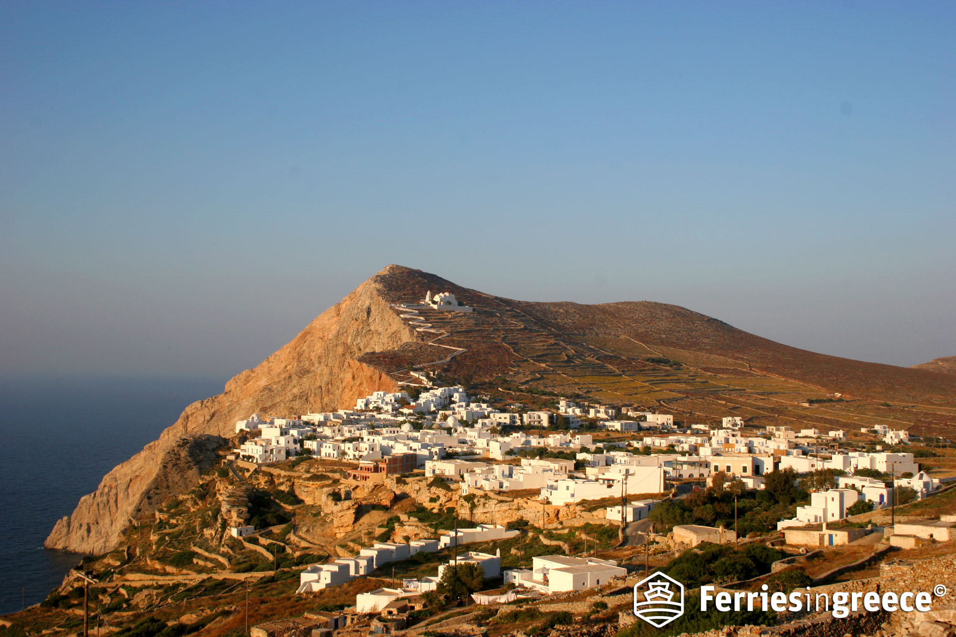 Island hopping from Santorini to Folegandros